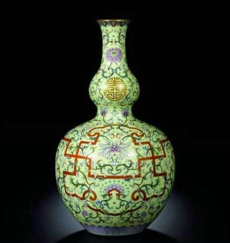 Qianlong 'Wanshou Lianyan' Vase