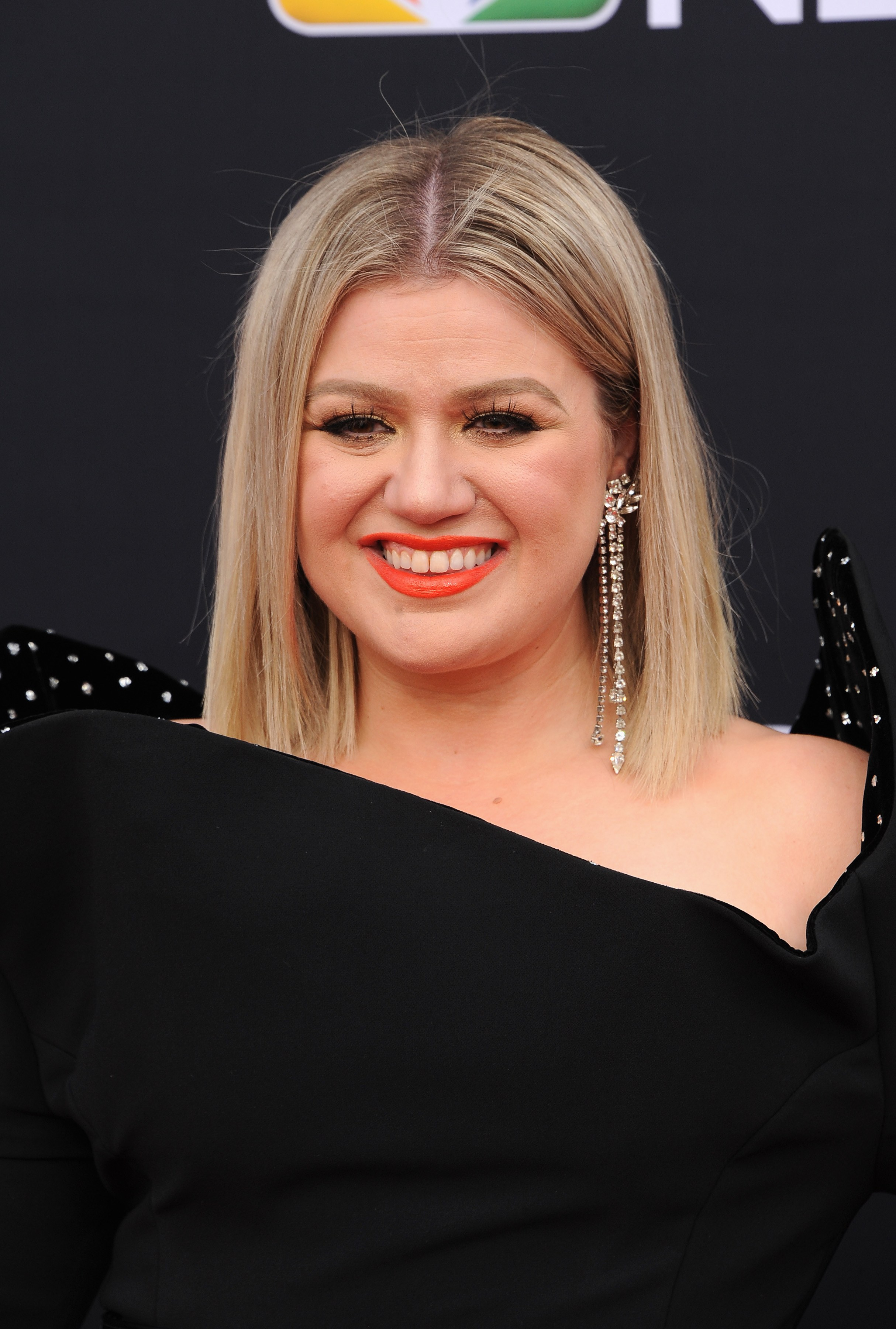 Who is kelly clarkson dating now