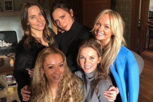 """Виктория Бекхэм дала согласие на воссоединение """"Spice Girls"""""""