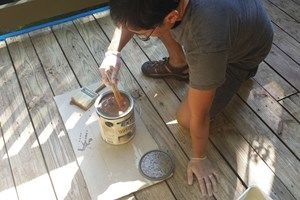 How to apply deck sealer