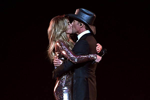 Recent pictures of faith hill and tim mcgraw