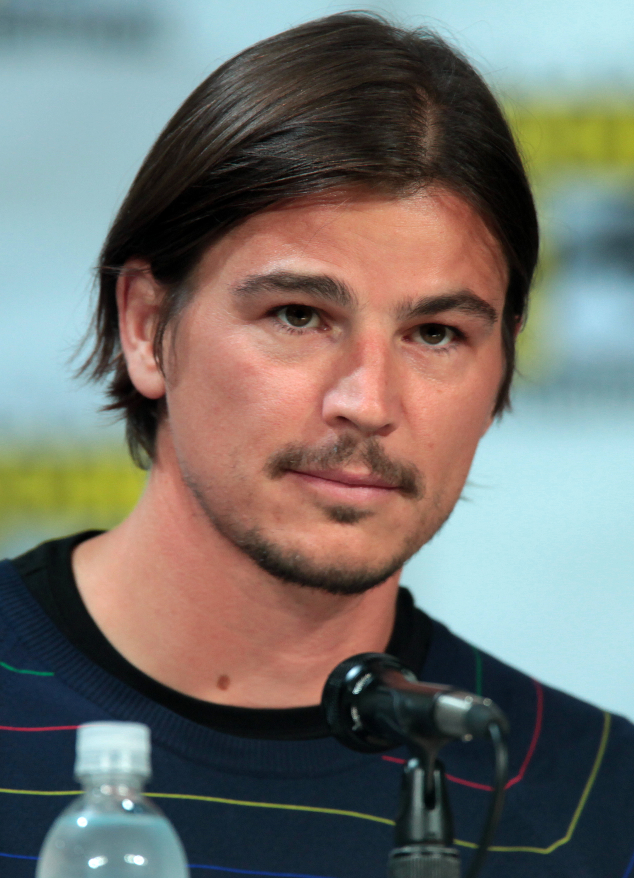 The 40-year old son of father Daniel Hartnett and mother Mother Molly Hartnett Josh Hartnett in 2019 photo. Josh Hartnett earned a  million dollar salary - leaving the net worth at 25 million in 2019