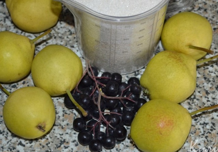Компот из груши и черноплодки