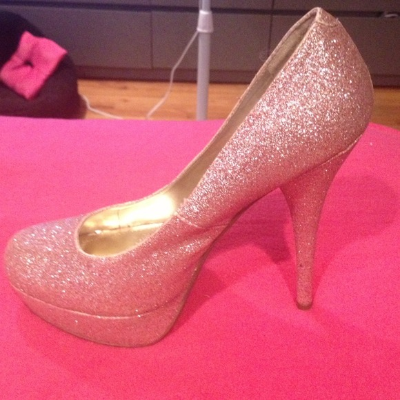 Steve madden pink sparkle shoes