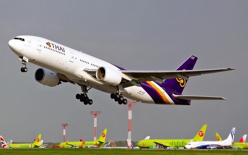 Самолет компанииThai Airways International Boeing 777
