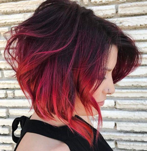 Красные волосы с черными корнями