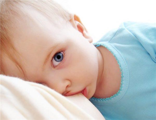 Как убаюкать грудного ребенка