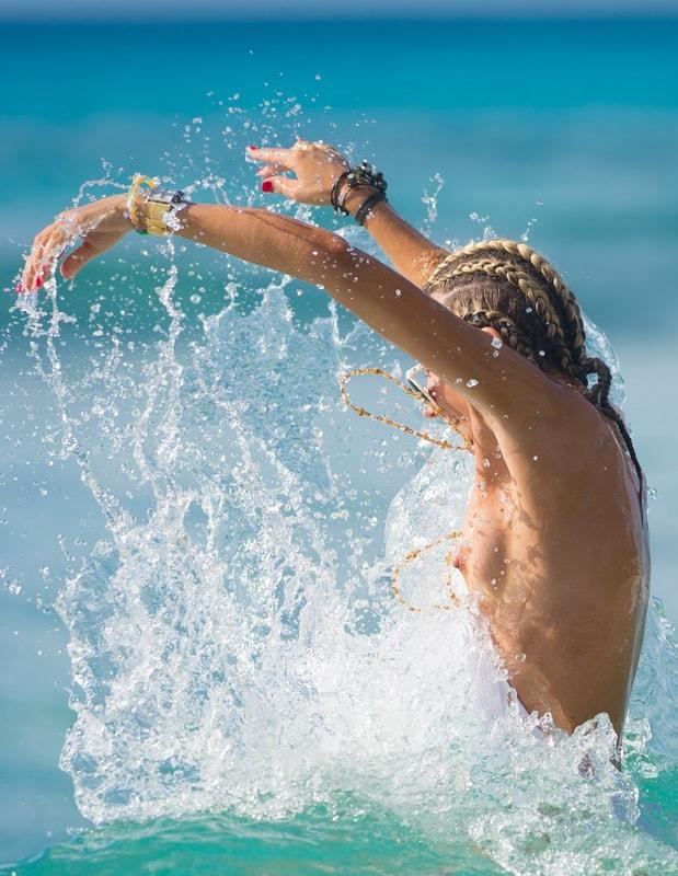 Kate hudson nipple slip