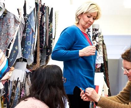 De feedback van Irène helpt om elk Mayerline-kledingstuk te verbeteren.