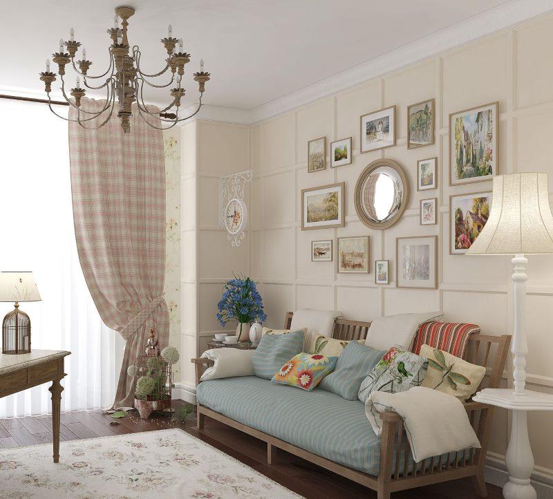 Декор стены фотографиями в гостиной стиля прованс