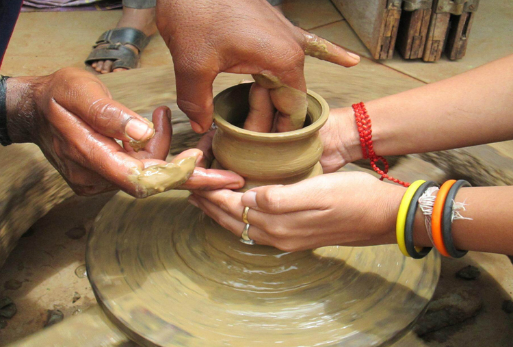 LEISURE TIME WITH POTTERY
