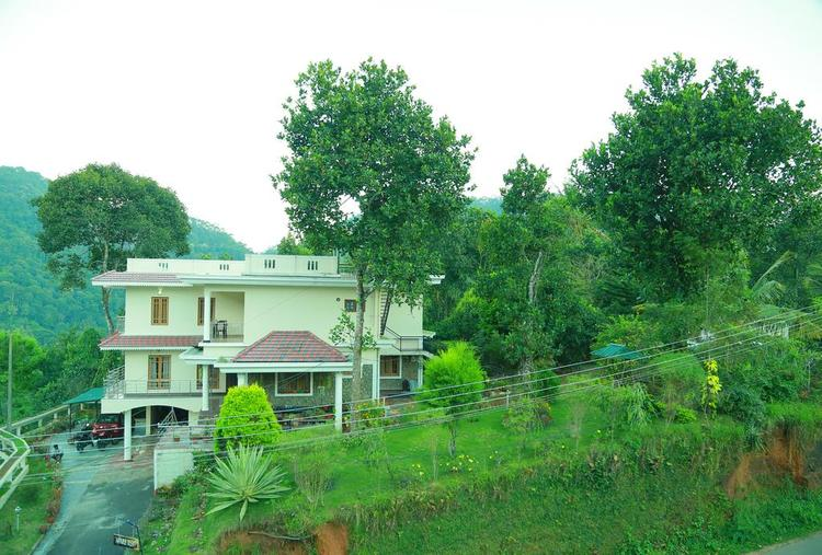 STAY IN FAMILY LUXURY ROOM AT NATURE TREAT HOME IN MUNNAR