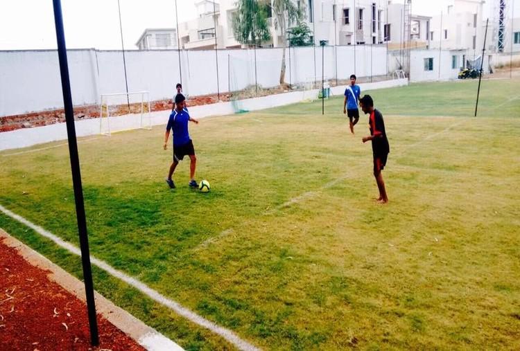PLAY FOOTBALL AT THE HUB SOCCER MANIA
