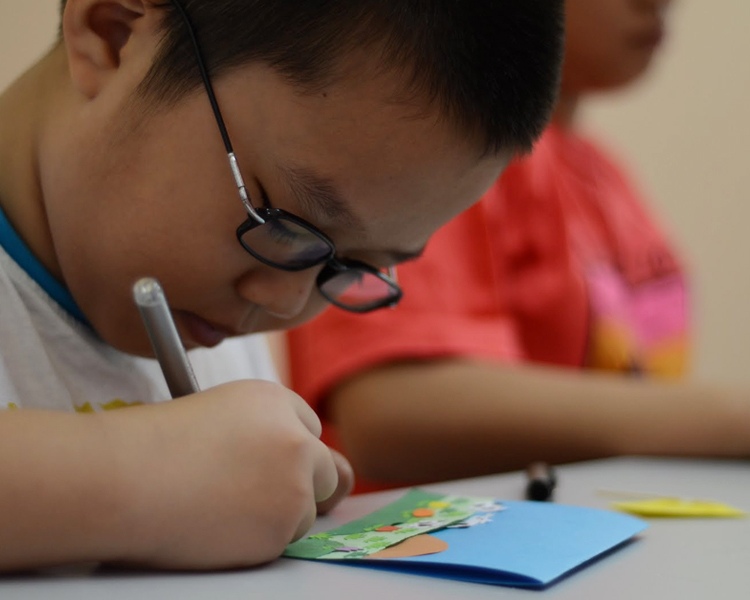 PAPER PUNCH CRAFT WORKSHOP FOR KIDS