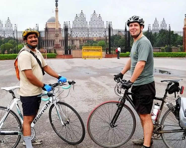 EXPLORE DELHI ON A CYCLE