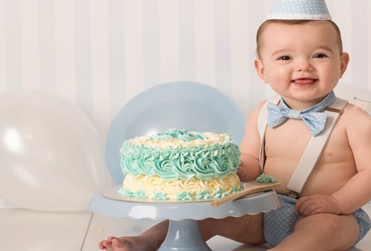 PLAY WITH CAKE!