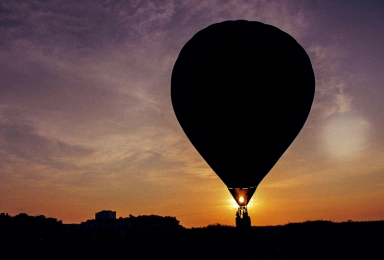 EXCLUSIVE HOT AIR BALLOON TETHERED COUPLE RIDE