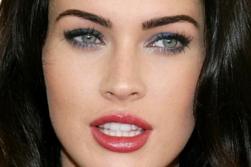 Актрисы с темными волосами и карими глазами