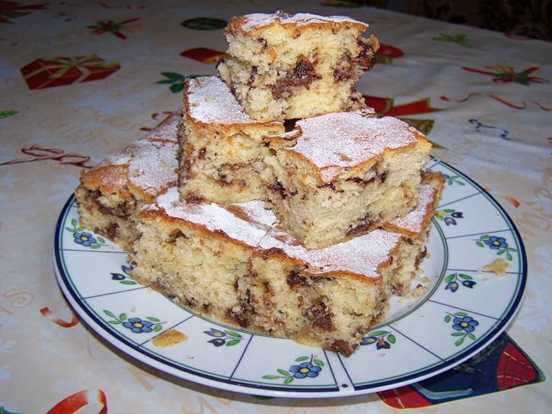 Пирог с маком, орехами и шоколадом