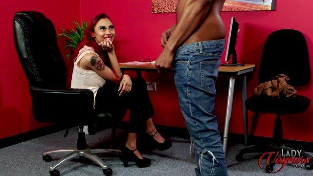 Порно секретарши мастурбация