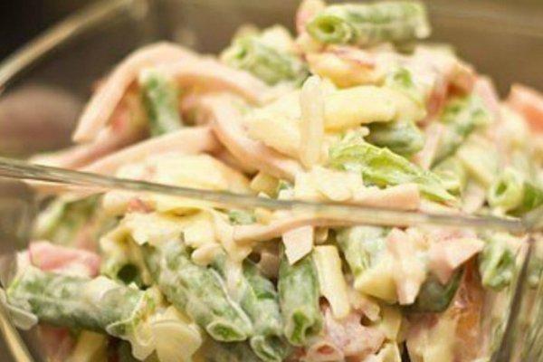 Салат из фасоли стручковой и ветчины