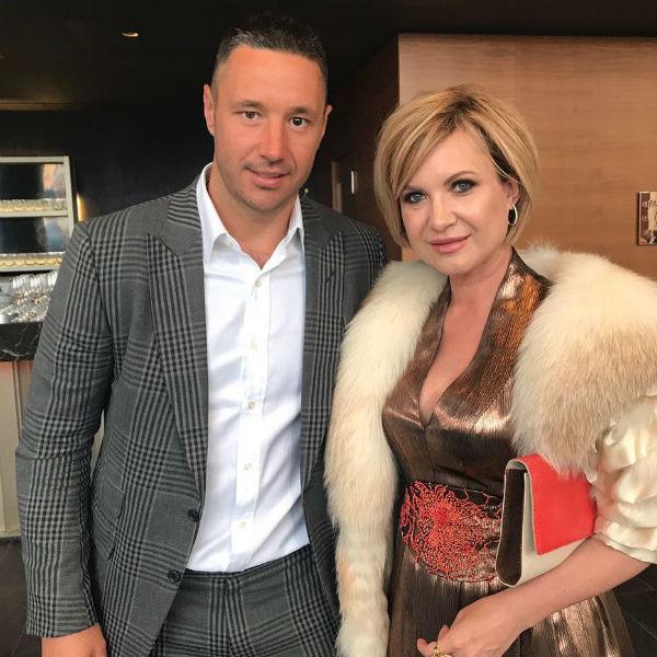 Хоккеист Илья Ковальчук поздравил жениха и невесту