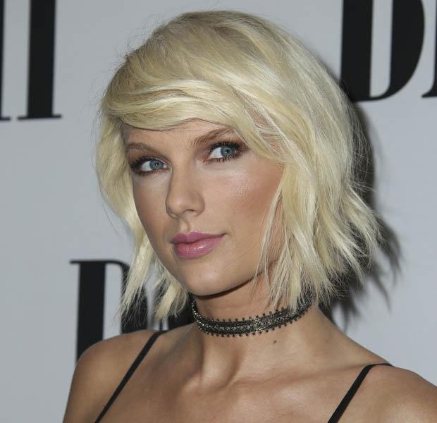 Taylor swift stinks
