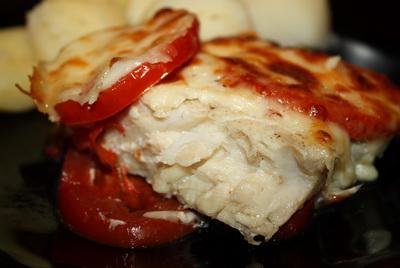 Треска с помидорами и сыром запеченная в духовке