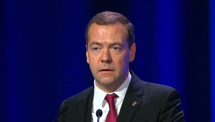 Премьер Медведев призвал строить новую модель роста экономики