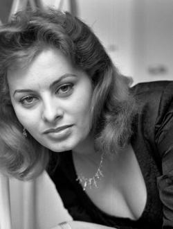 Голая Софи Лорен