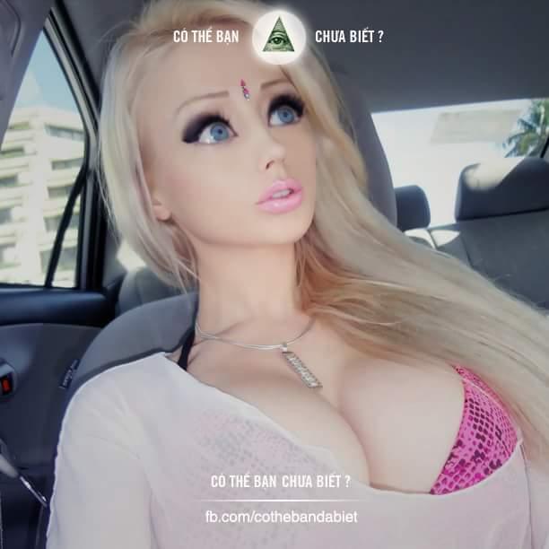Đây là người thật chứ không phải núp bê. :O  Cô gái này tên là Valeria Lukyanova. Cô rất để ý...