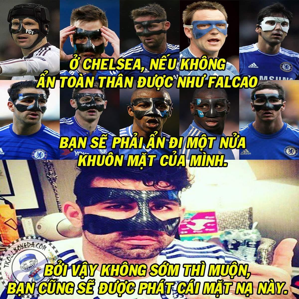 Costa vừa gia nhập team mặt nạ của Chelsea sau khi bị một cầu thủ trẻ húc gãy mũi trong buổi tập....