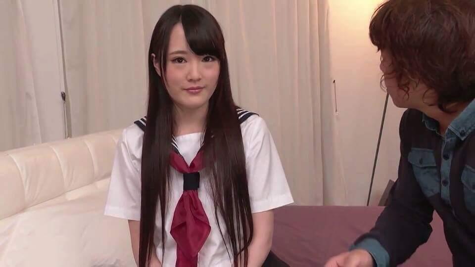 Những cô gái thích mặc đồng phục học sinh thường rất ngoan hiền và lễ phép với người già. :) ...