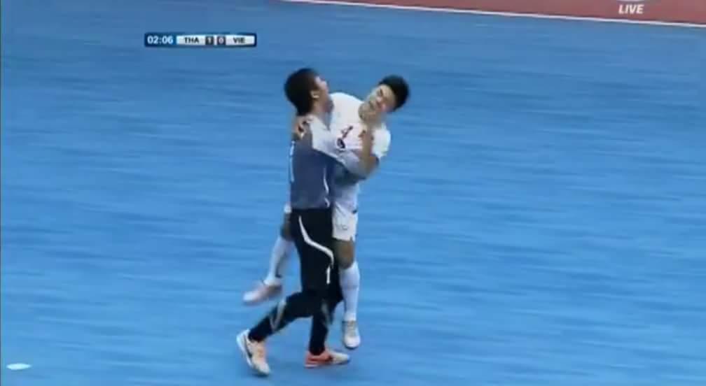 VÀO VÀO VÀO OOOOOOOOOOOO 1-1 cho đội tuyển Việt Nam, trận đấu còn hơn 1