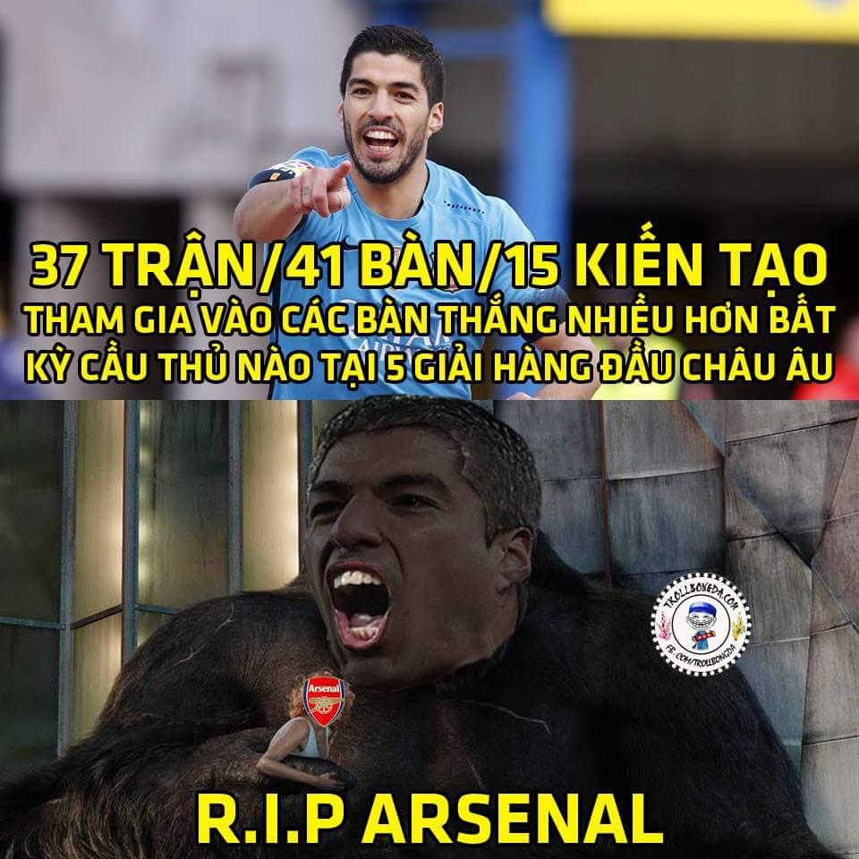 Quá nhọ cho đội nào gặp phải Suarez lúc này.