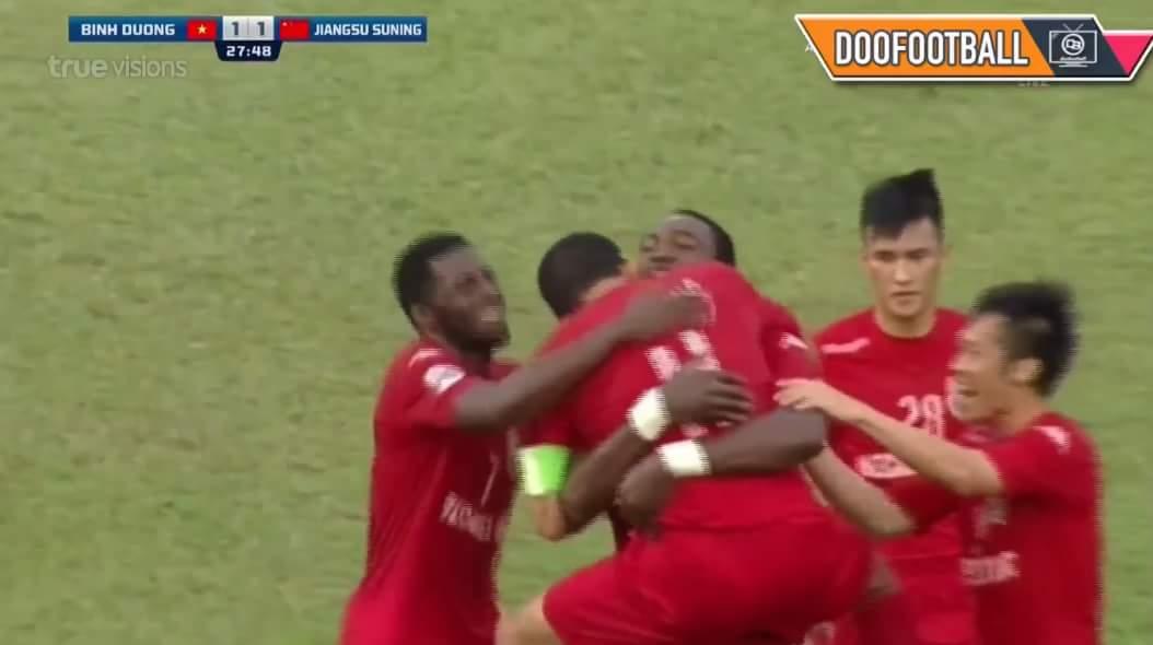 Vào vào vào!!!! QBV Việt Nam Nguyễn Anh Đức vừa gỡ hoà cho Bình Dương trong trận đấu với...