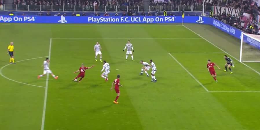 khi Robben dùng chân trái đưa được bóng đến góc này thì các bạn biết chuyện gì sẽ xảy ra rồi...