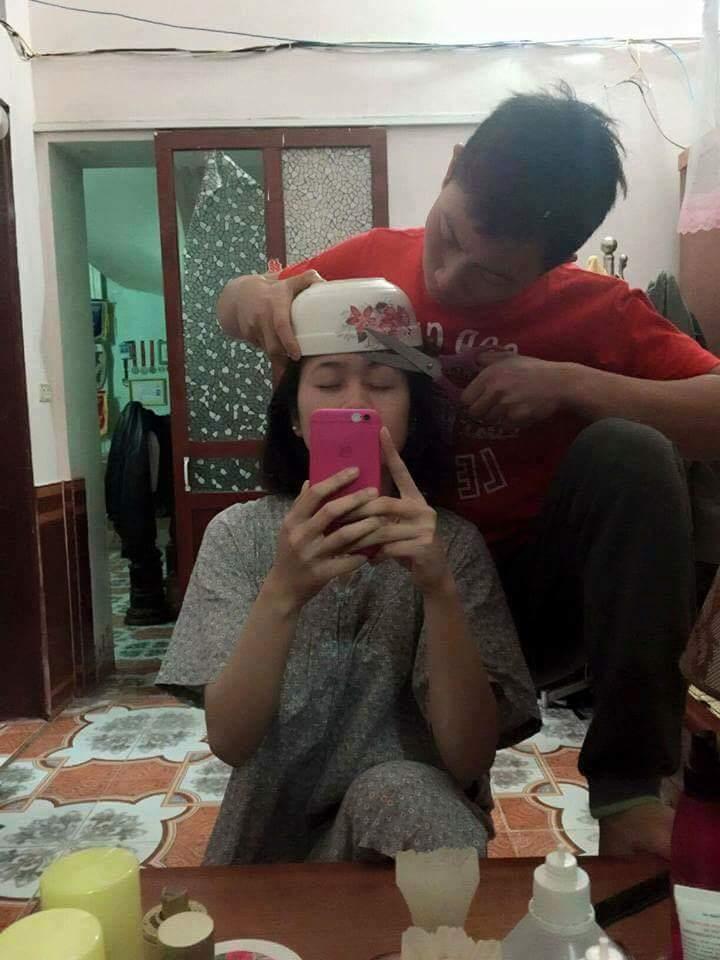 Vợ đòi đi cắt tóc, sẵn tay soái ca trổ tài cây kéo vàng