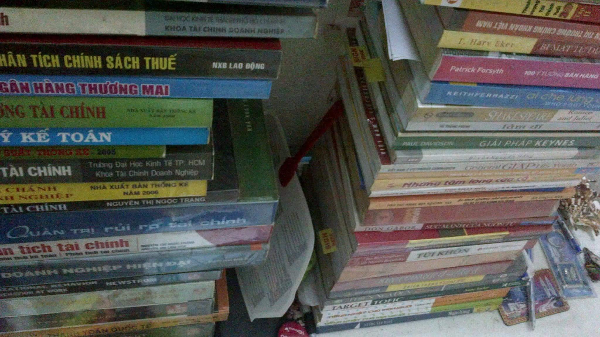 Tiền- Ad không có :( Tình- Ad cũng không có :( Nhưng Sách thì...không thiếu :D  Nếu được hỏi...