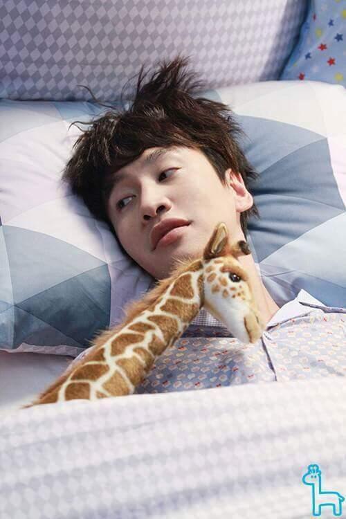 Nhiều khi buồn buồn lôi ảnh ông Kwang Soo ra ngắm mà hết buồn luôn