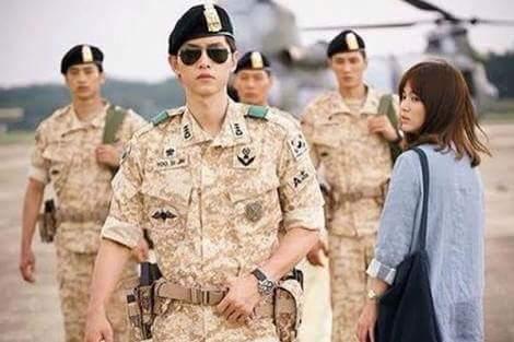 Nhiều cô gái thắc mắc rằng: Tại sao ngoài đời chẳng có chàng quân nhân nào được như cái chàng...