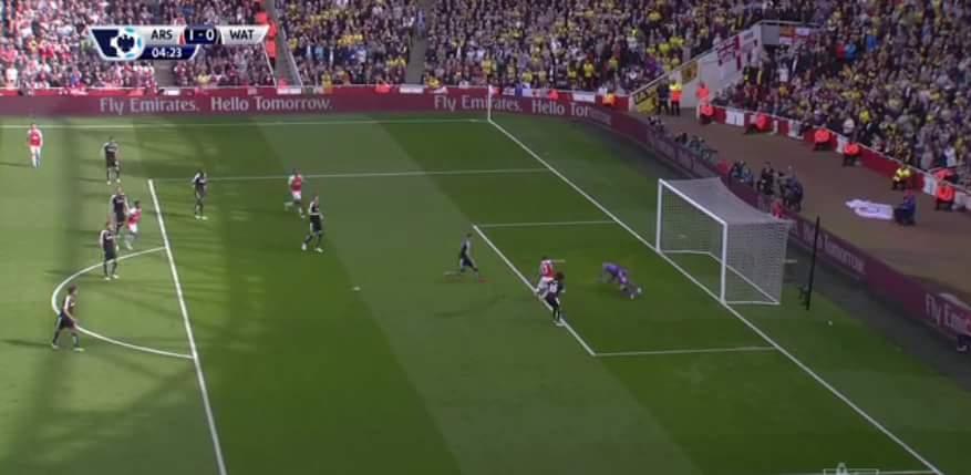 Vàooooooooo....Sanchez mở tỉ số cho Arsenal ngay phút thứ 4... quá