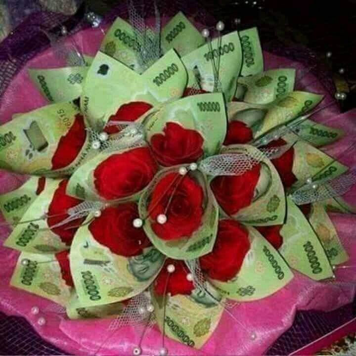 Các thánh đoán xem bó hoa này trị giá bao nhiêu tiền