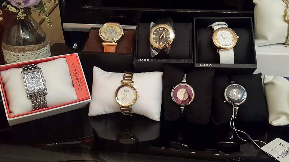 Đồng hồ authentic có sẵn các