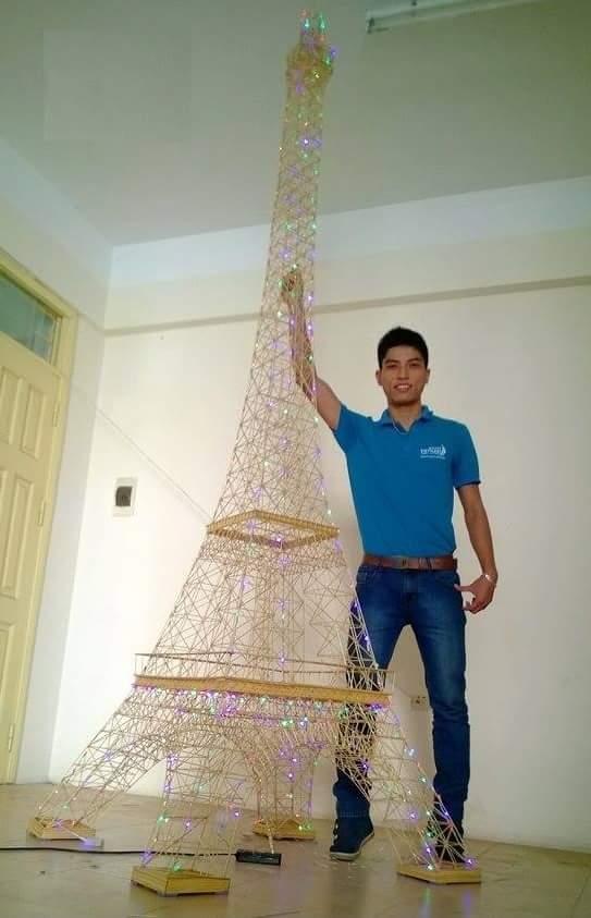Tháp Eiffel làm từ tăm tre