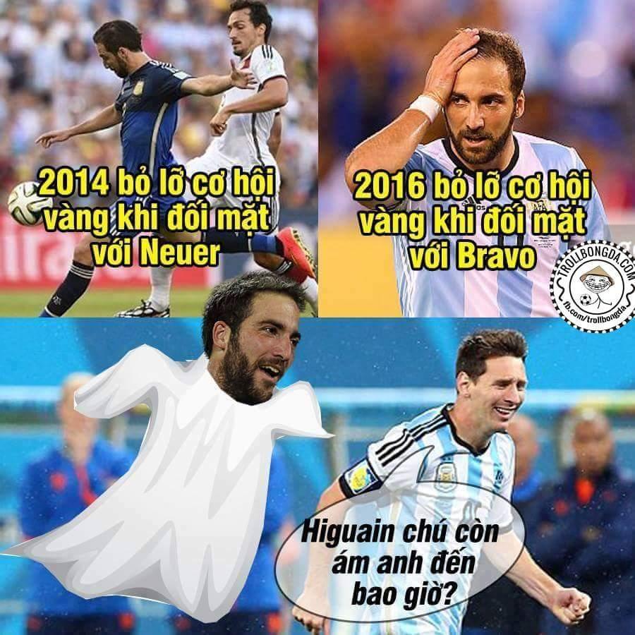 Tại sao lại chỉ trích Messi trong khi thánh Higuain mới là tâm điểm. Cũng đến lậy ông thần...