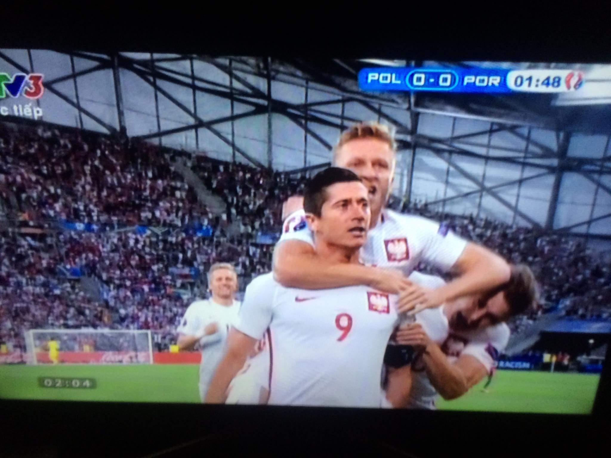 VÀOOOOOOO.......bàn thắng đến rất sớm Ba Lan đá như đá pes