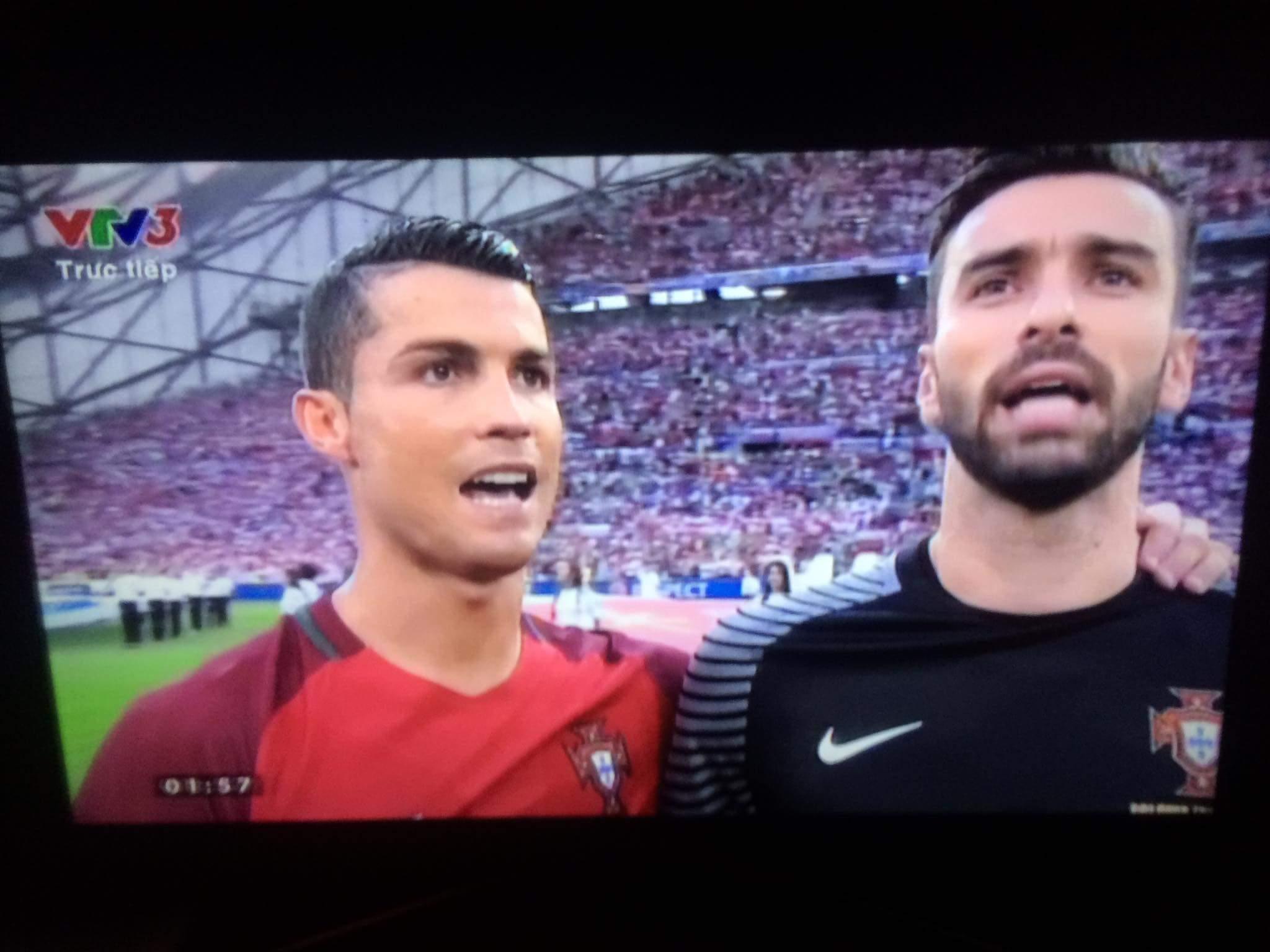 Xem Ronaldo chiến Lewandowski nào ae ơiiii......ae nào mai thi mà vẫn xem điểm danh...