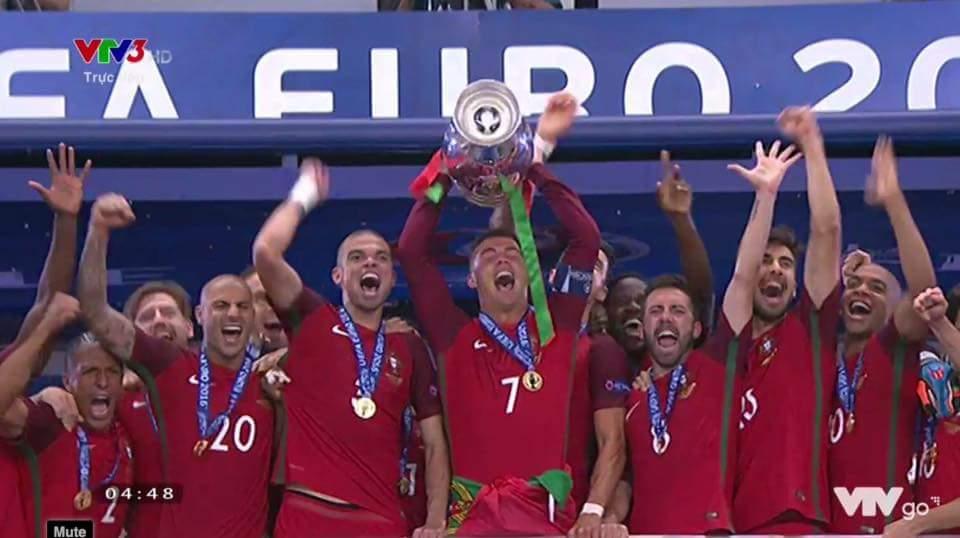 Kết thúc 1 mùa Euro. Kết thúc 1 tháng ăn bóng đá, ngủ bóng đá. Chúc mọi người ngủ ngon <3 Một...