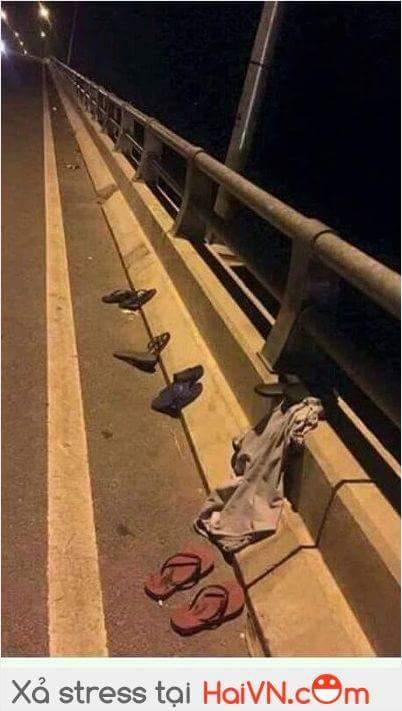 Chân cầu tối qua